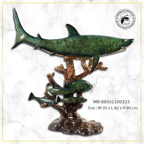 รูปปั้นน้ำพุปลาฉลามทองเหลือง